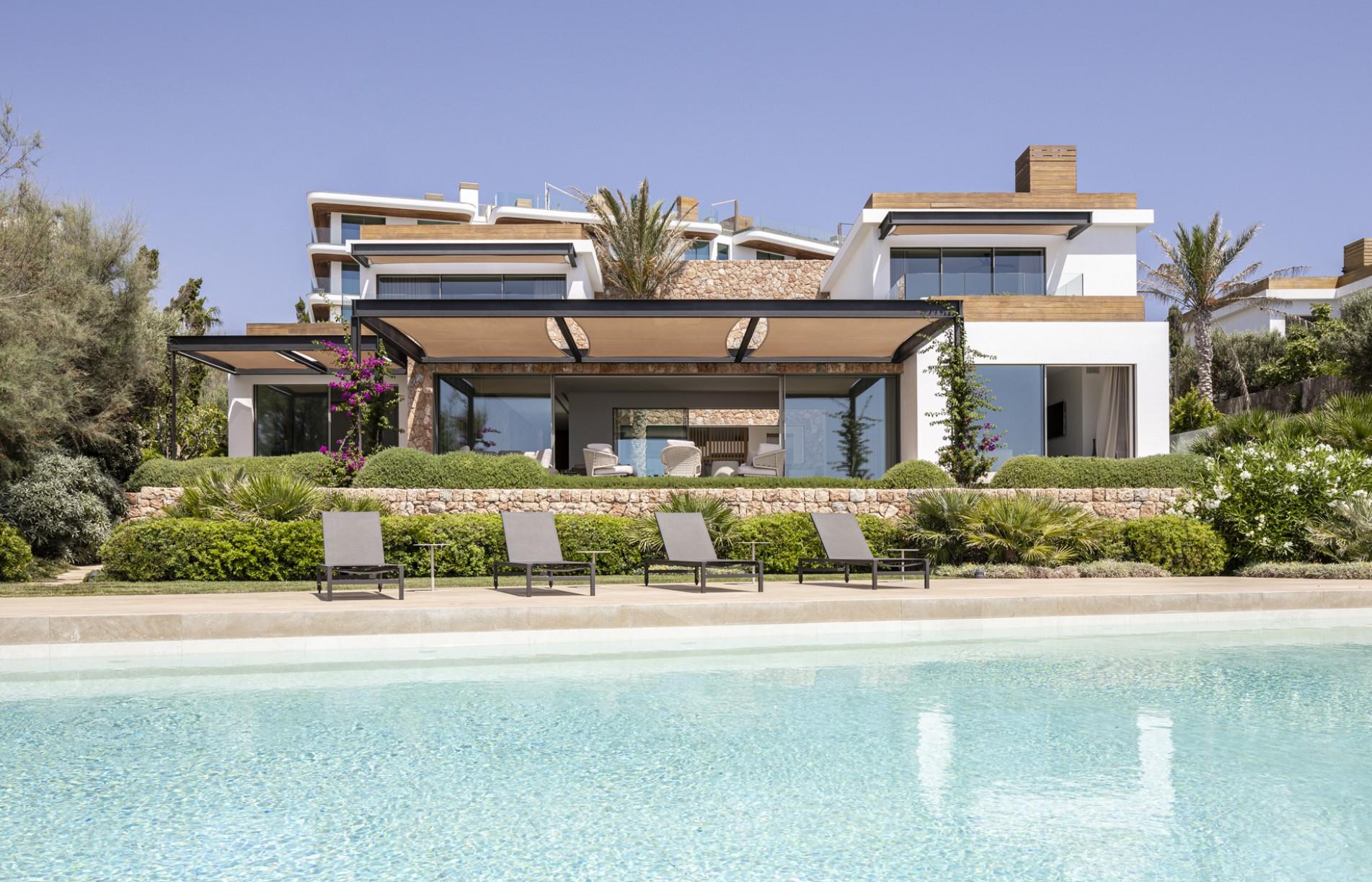 Grupo-ferra-constructora-mallorca-cap-adriano-residencial-villas-lujo-calvia-fachada.jpg